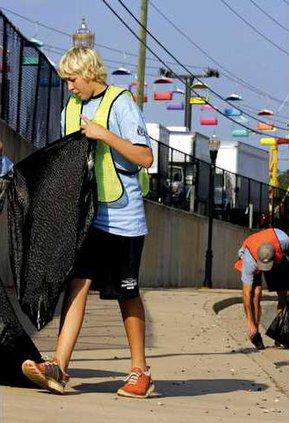 Downtown Clean Up 3 es