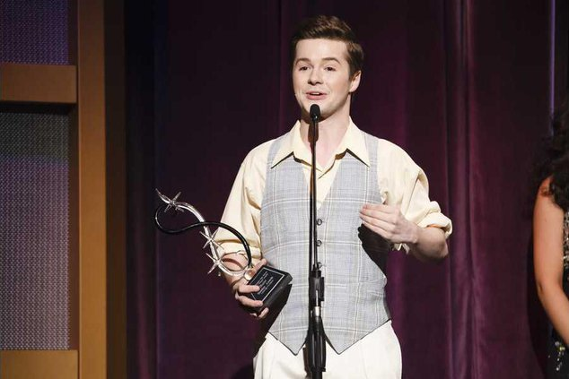 Nick Eibler accepts the award for leading actor 2