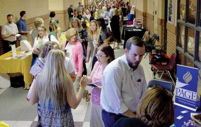 7PRINT busy hallway web