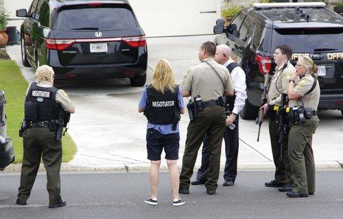 Hostage negotiators work