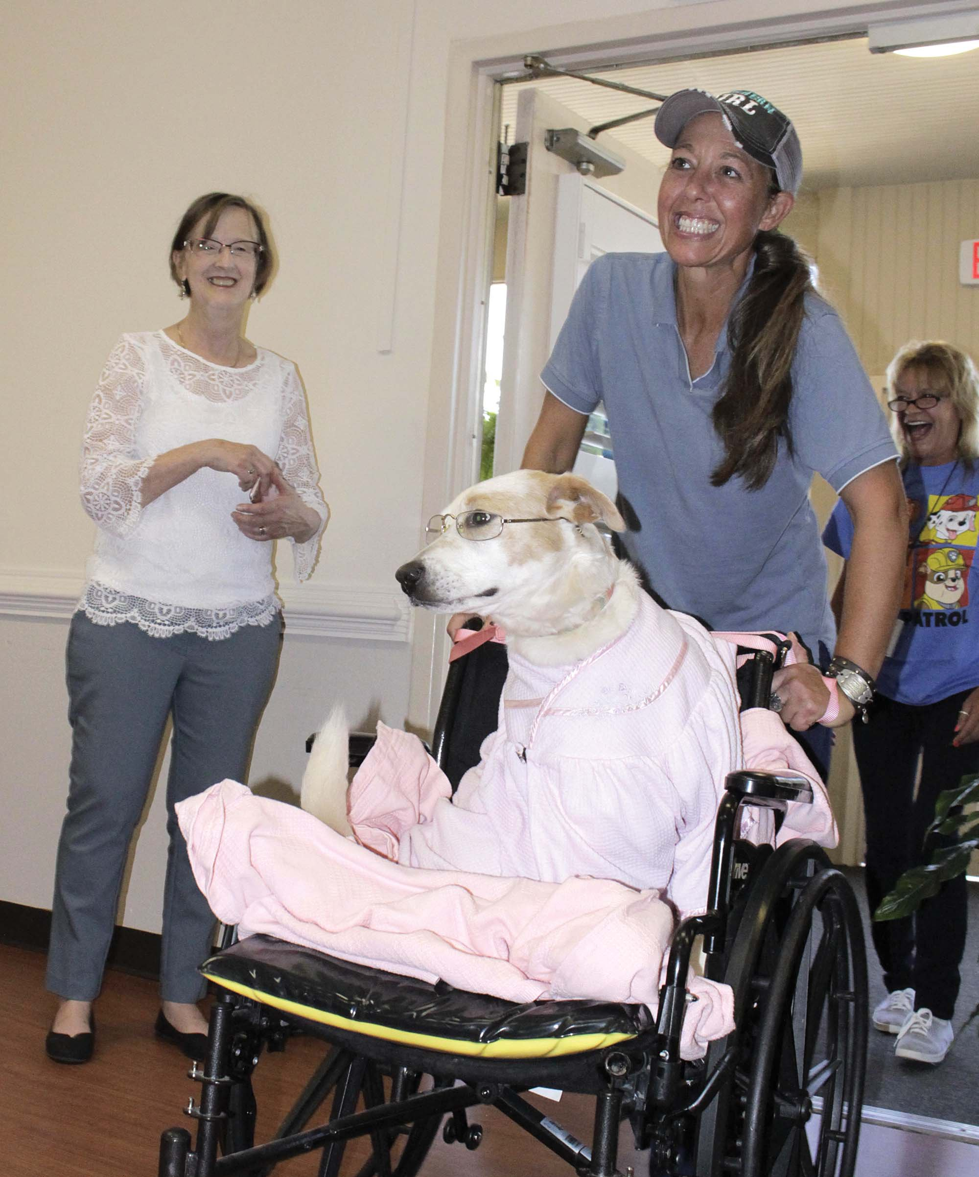 Zoe visits residents