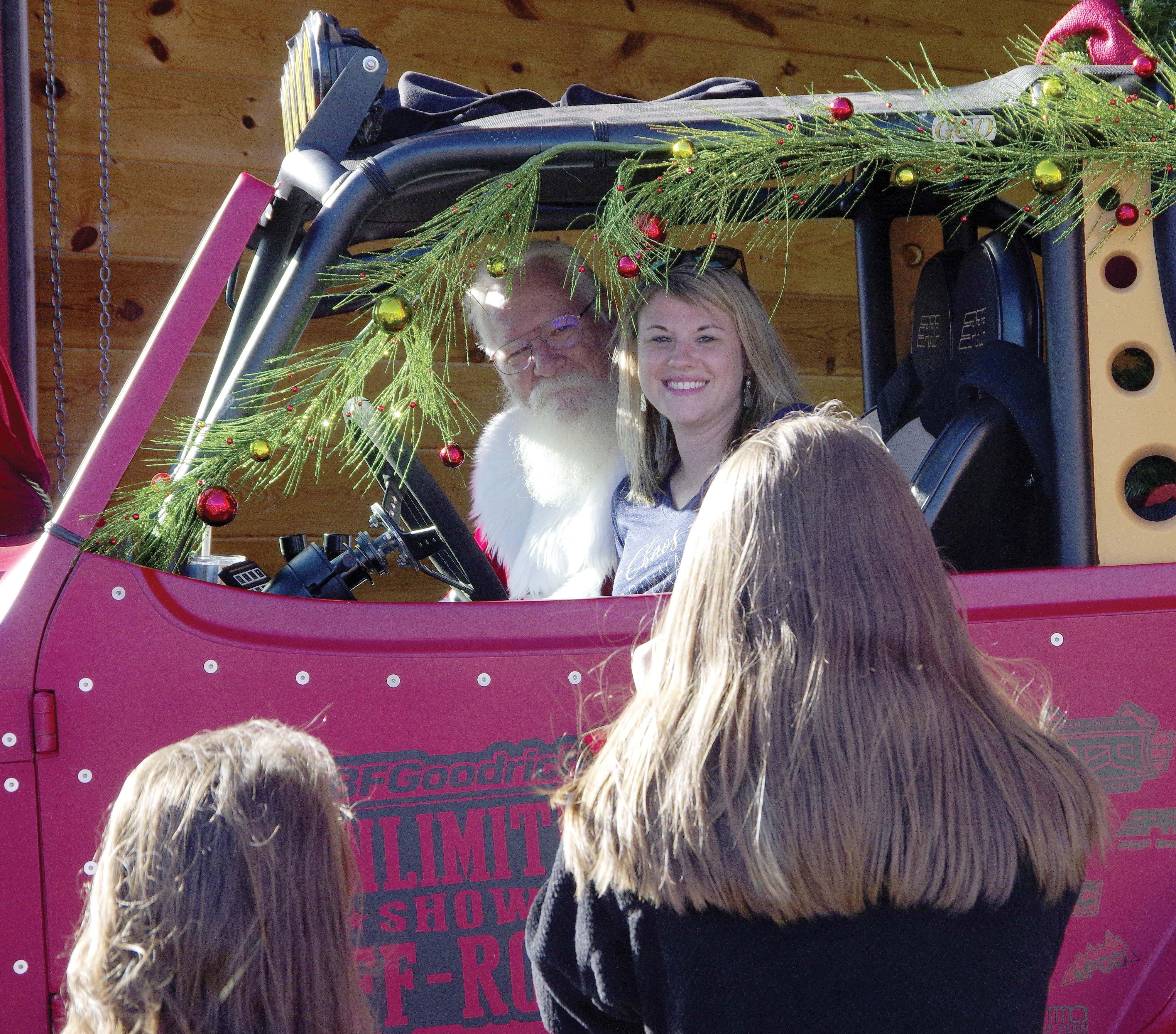 Santa even had a Jeep at the show.jpg