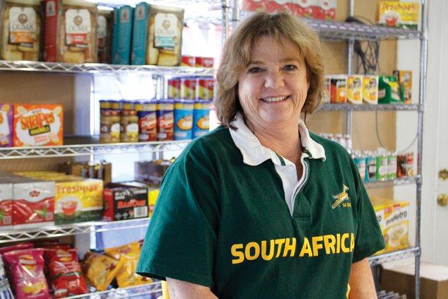 FCN Debbie van Der Want Queens Colony 1 121218