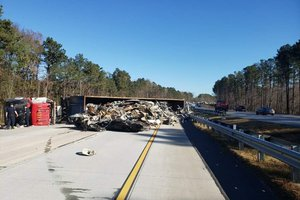 400 tractor trailer overturned