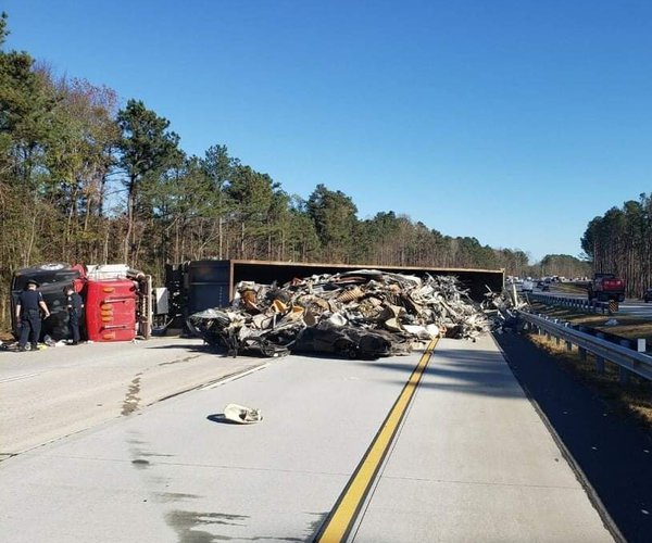 400 tractor trailer overturned