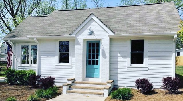 Put Down New Roots: Local salon makes life more colorful in 2021