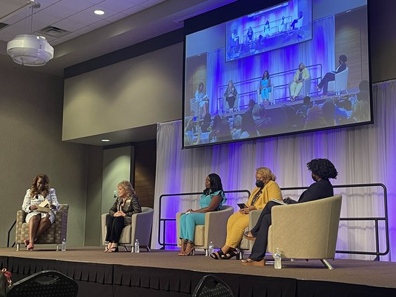 Women Connect in Leadership